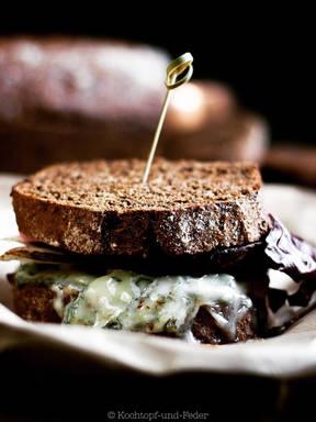 Gorgonzolasandwich mit selbstgemachtem Guinnessbrot