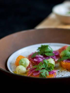 Zitruslachs mit Avocadosalat
