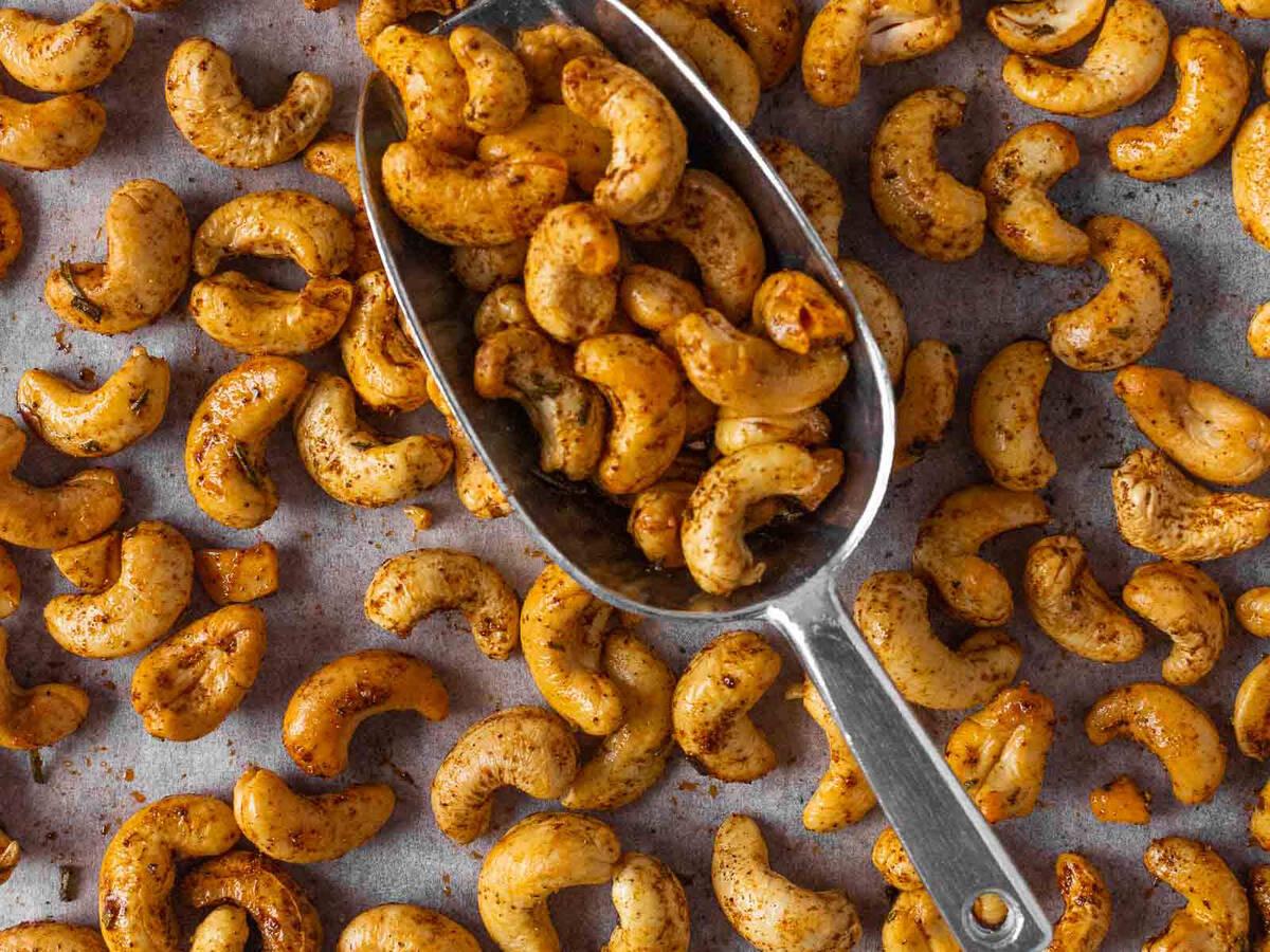Smoky Chipotle Roasted Cashews