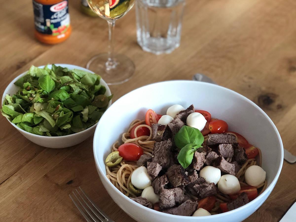 Vollkorn-Spaghetti mit Rinderfiletstreifen