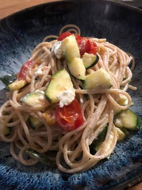 Pasta mit Ofenfeta und Gemüse