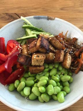 Asiatischer Glasnudelsalat mit Tofu