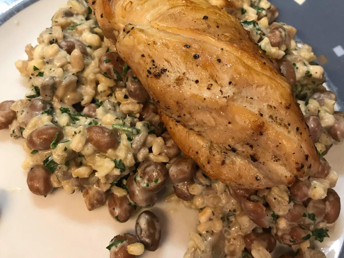 Chicken with borlotti beans, mushrooms & 5 grains