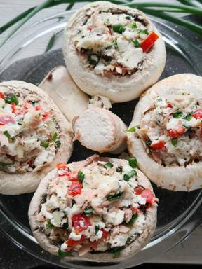 Champignons mit Thunfisch und Weichkäse Füllung