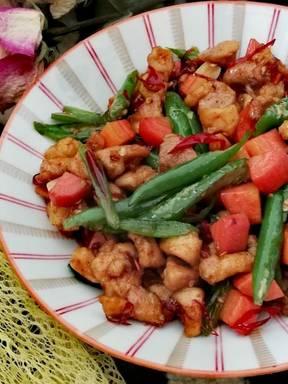 Stir-fried chicken with green chilli