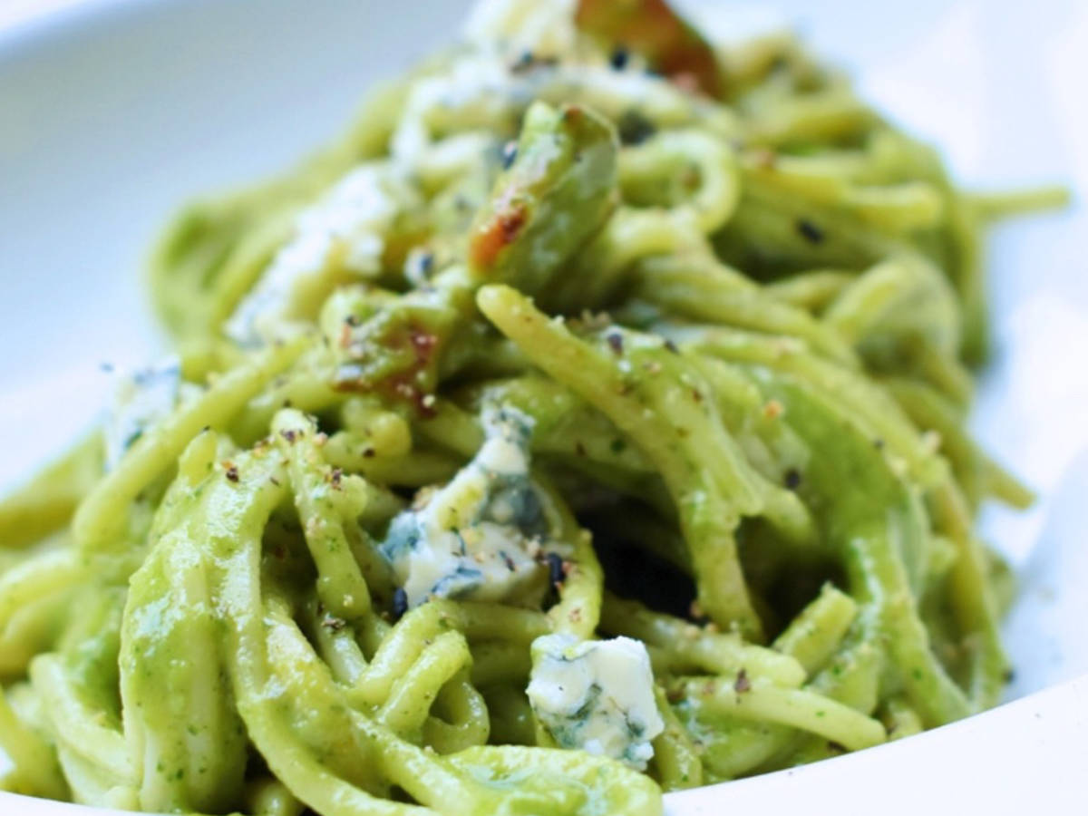Spinach and blue cheese pesto pasta