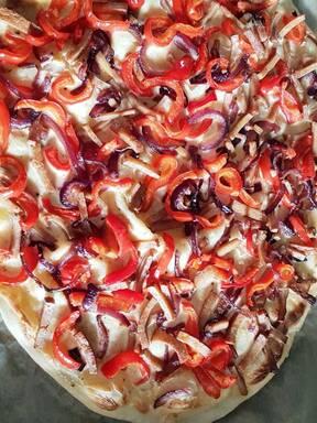 Herzhafter vegetarischer Flammkuchen