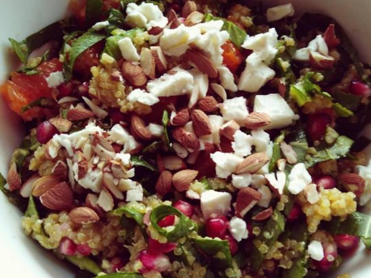 Winter-Granatapfel-Mandarinen-Quinoa-Salat mit Pak Choi