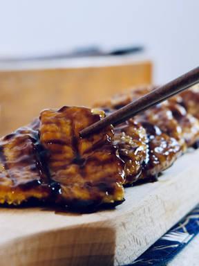豆腐做的日式鳗鱼饭