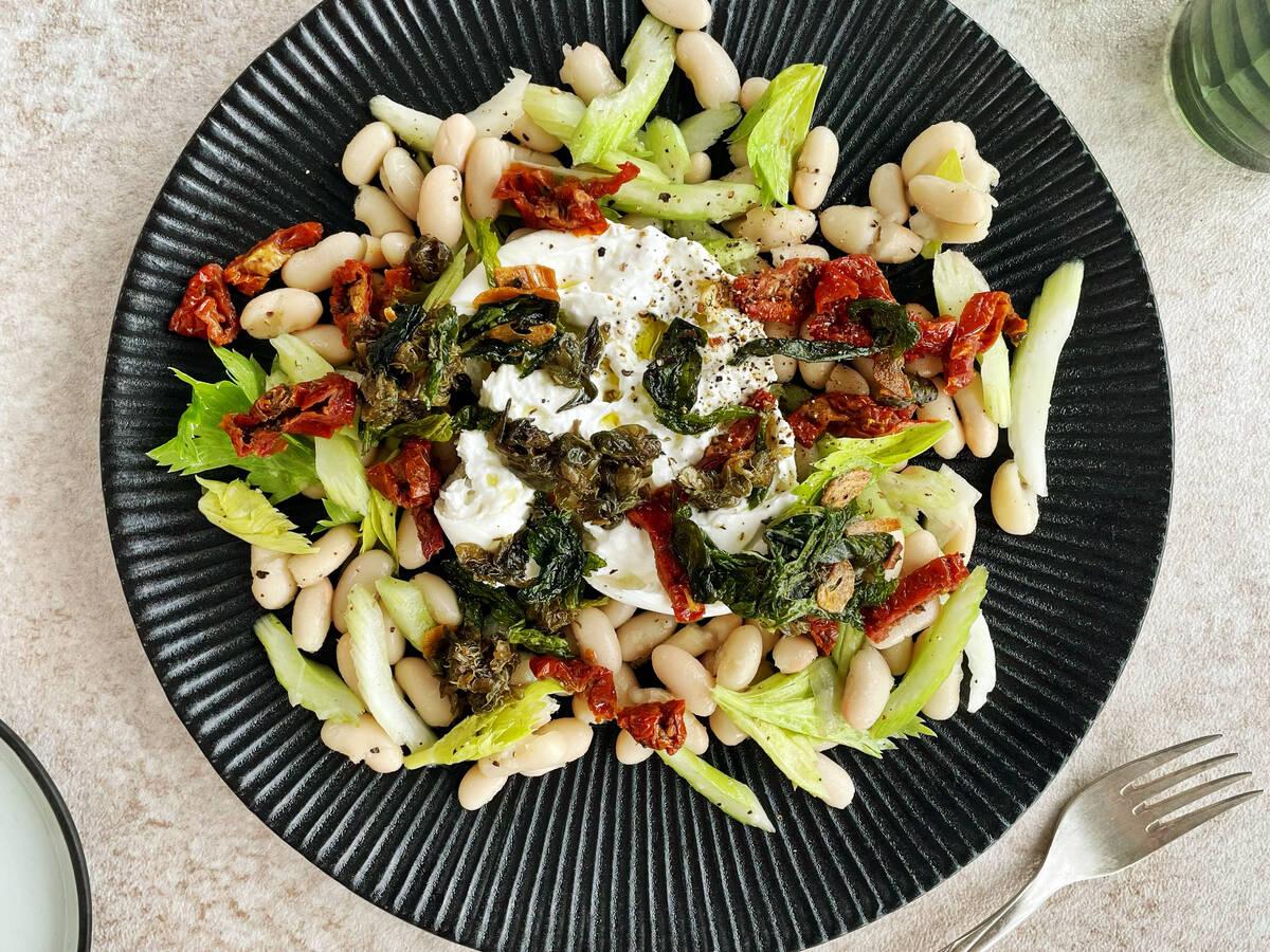 Weiße Bohnen Salat mit Burrata