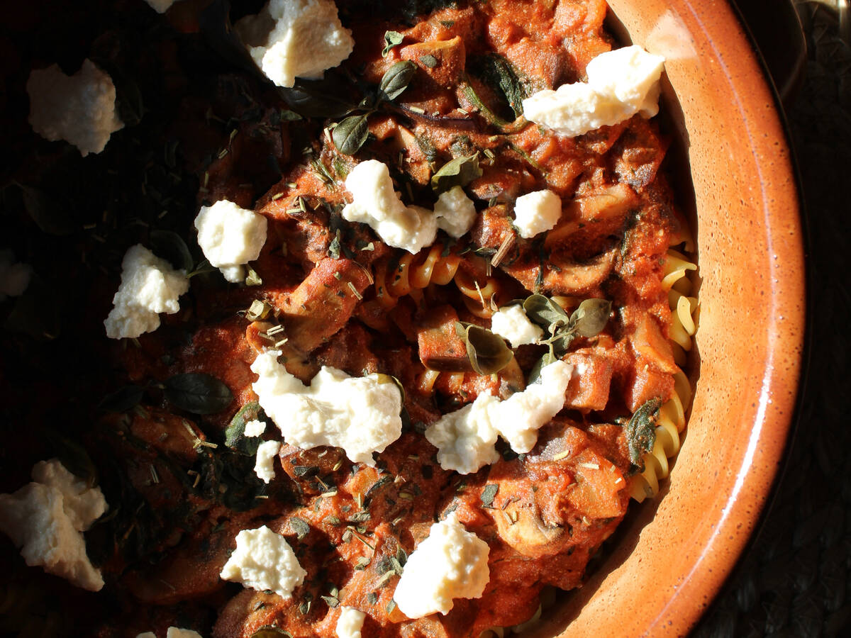 Oven-baked fusilli with ricotta