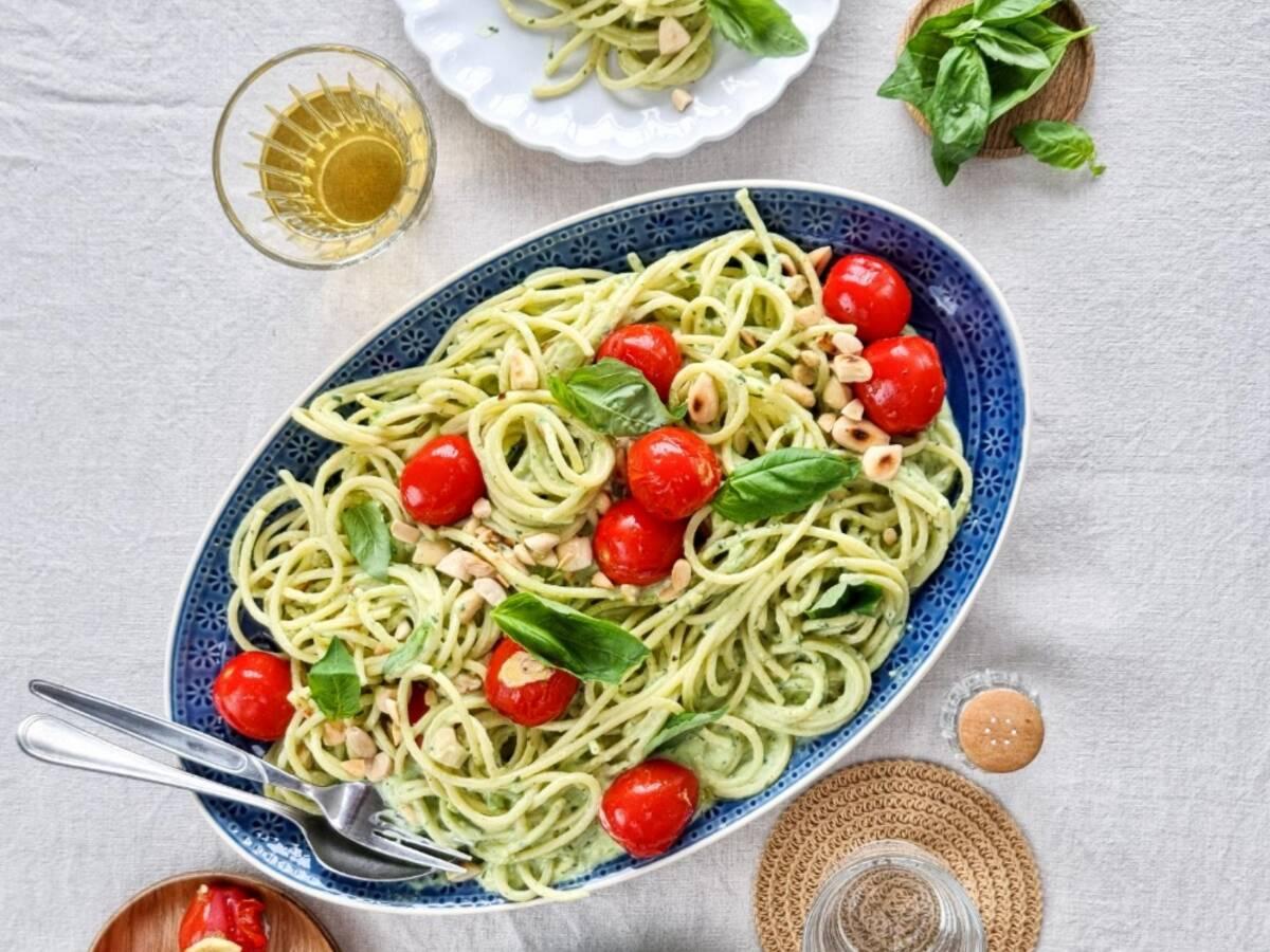 Avocado pasta with burst tomatoes