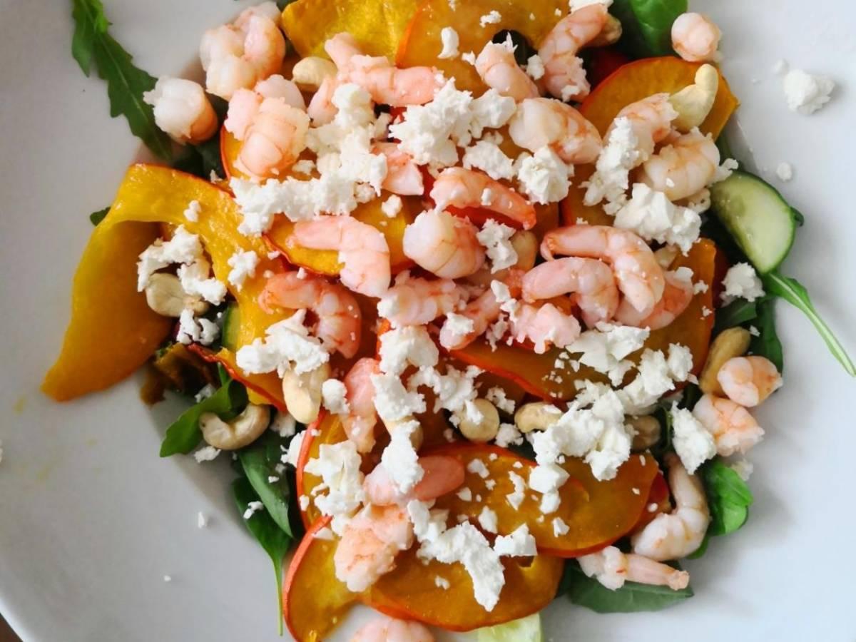 Salat mit Kürbis und Garnelen