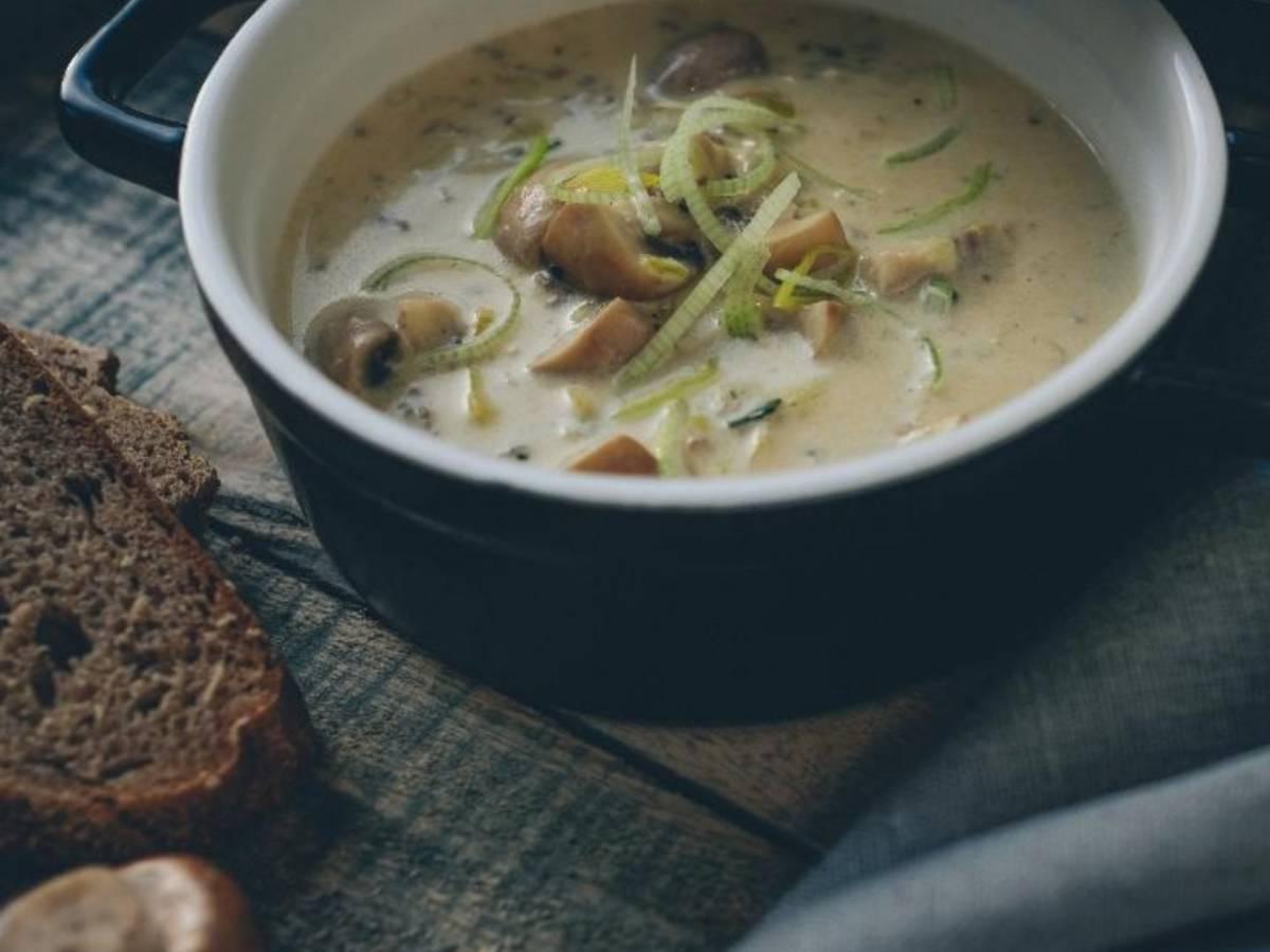 Käse-Lauch-Suppe mit frischen Champignons