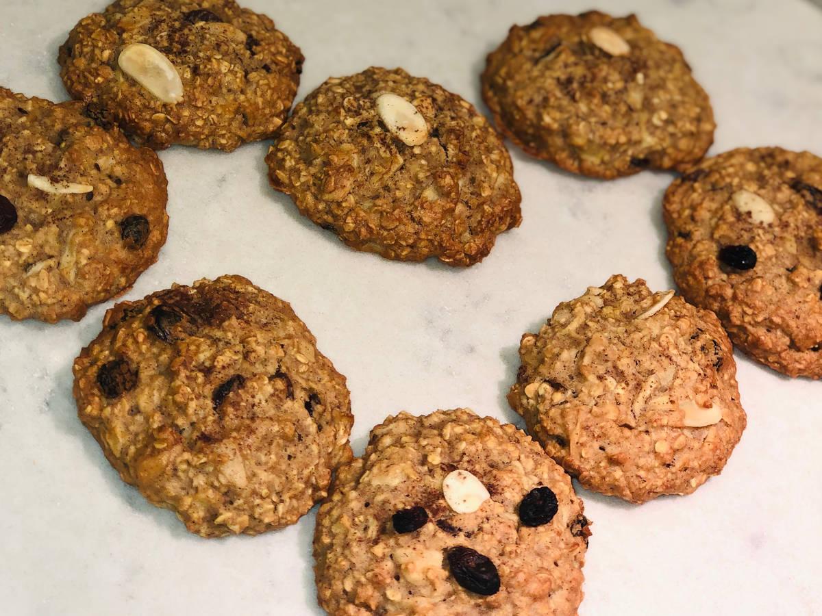 """""""Vegan"""" apple oatmeal cookies"""