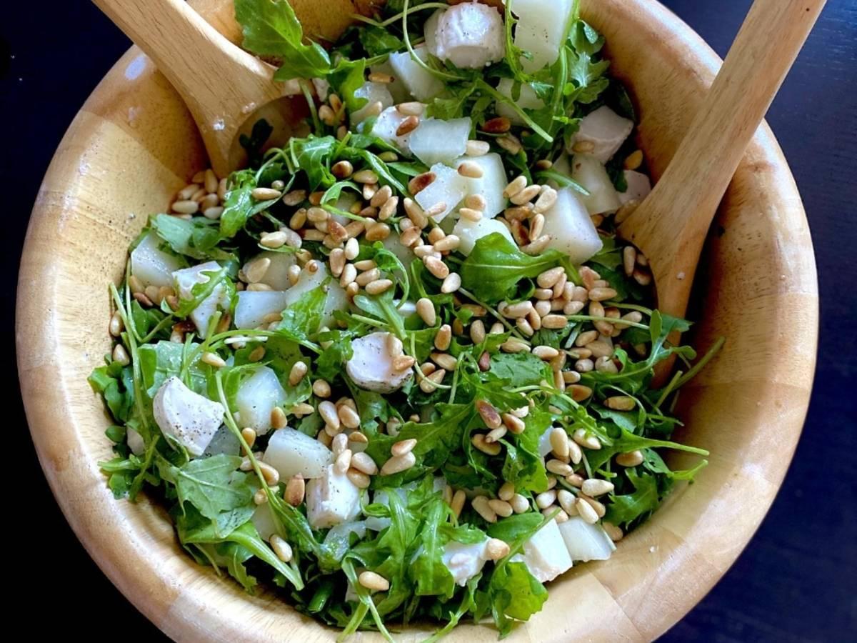 Sommerlicher Honigmelone-Ziegenkäse Salat