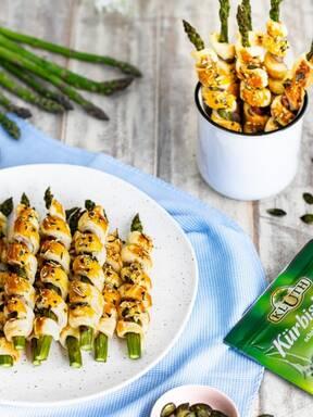 Spargel-Blätterteig-Stangen mit Kürbiskernen