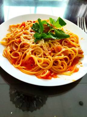 Spaghetti with tomatoes and prunes