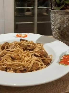 Belgian-style mussel meat noodle