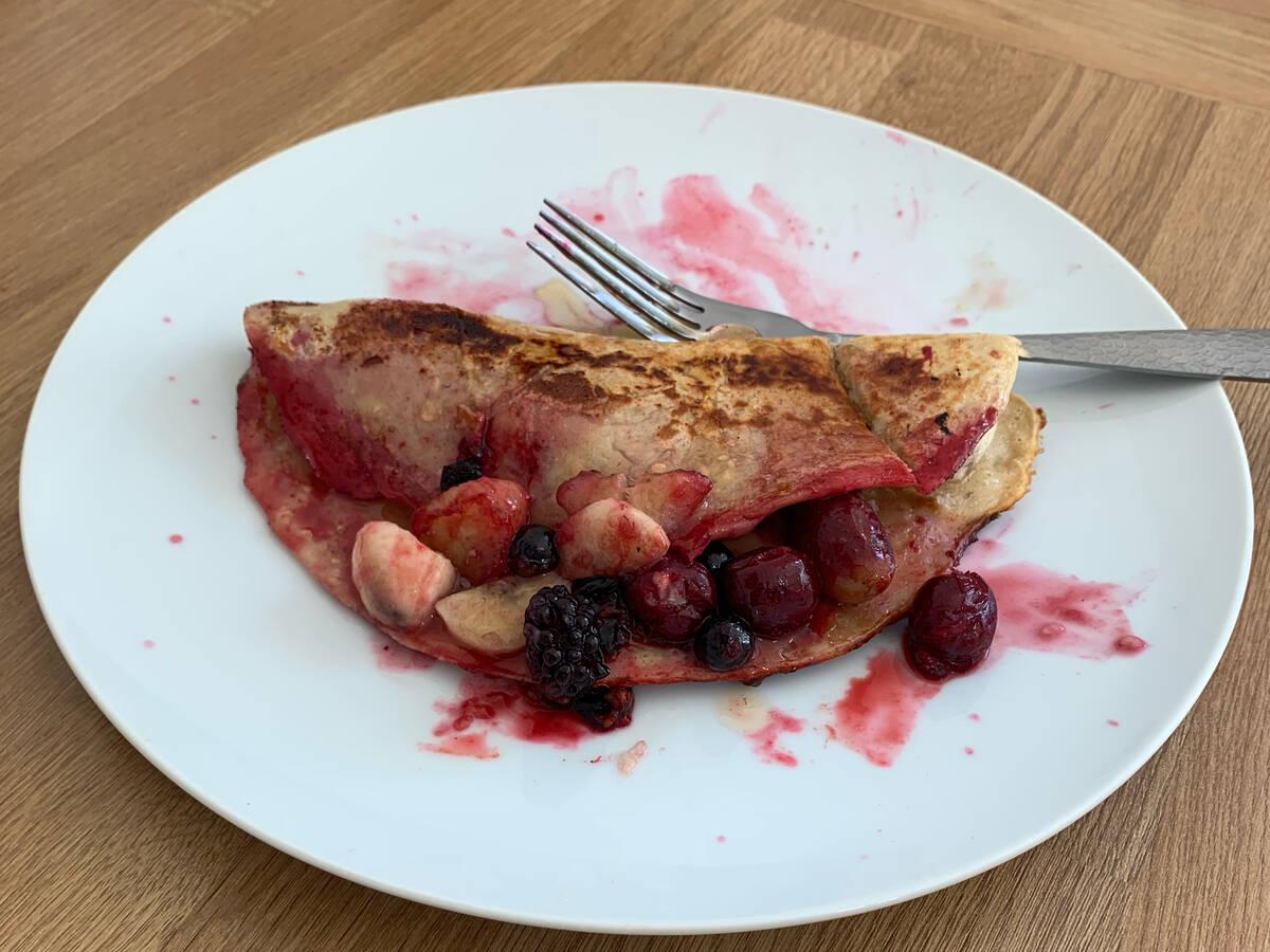 Banana and berry Swedish pancake