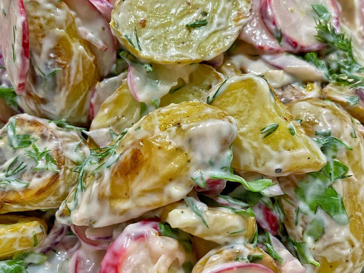 Kartoffelsalat ofengeröstet mit Kräuterdressing