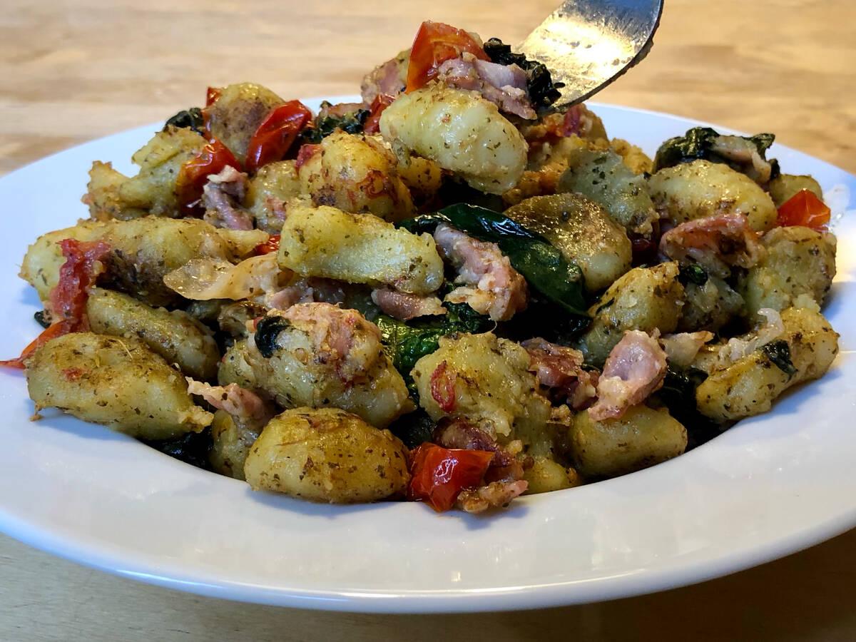 One Pot Gnocchi mit Pesto