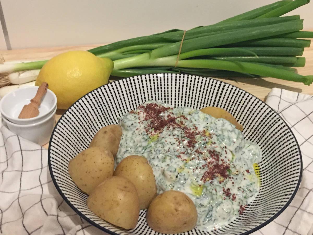 Salzkartoffeln mit 5-Kräuter-Quark