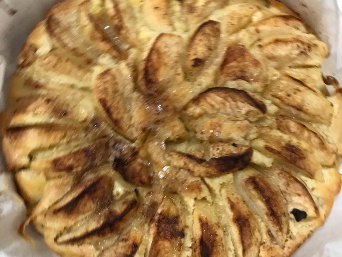 Italian country apple pie