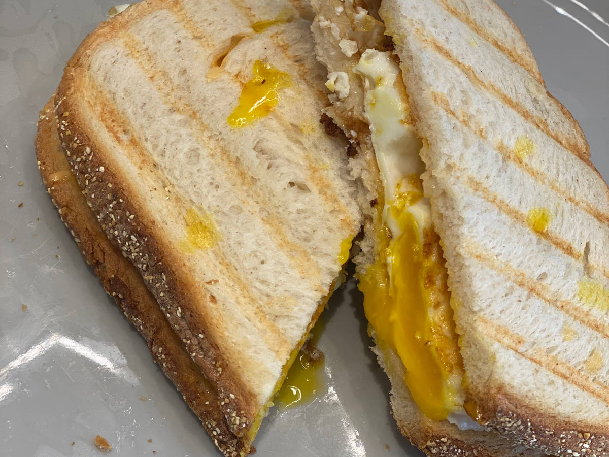 Spicy gilled cheese egg sandwich