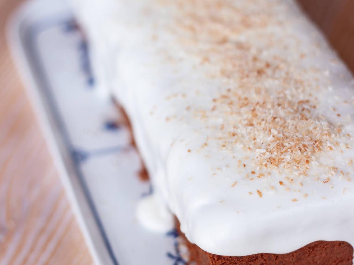 Kokos-Kastenkuchen mit Joghurt