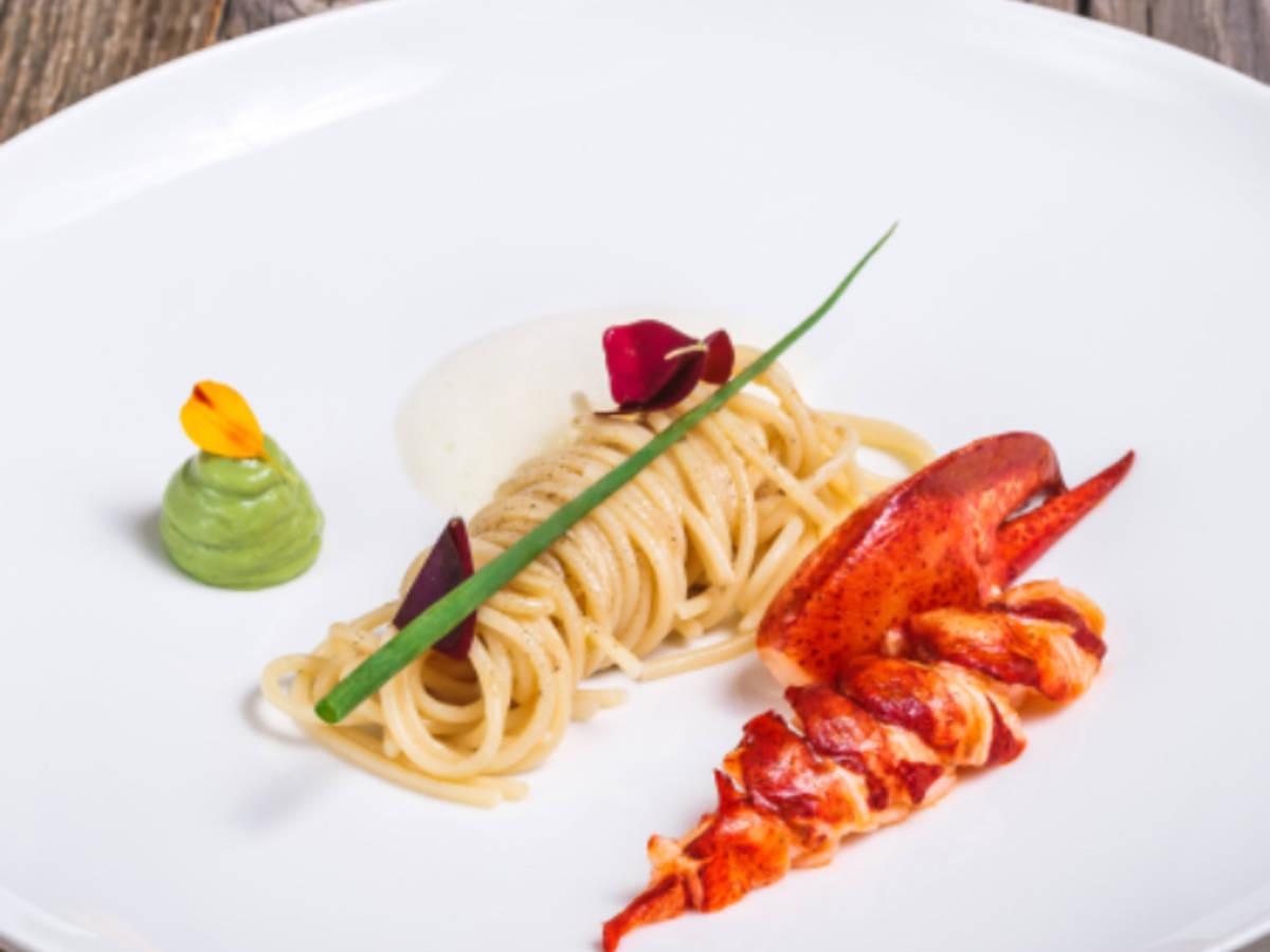 Hummer-Pasta mit Vanillebutter und Erbsenpüree