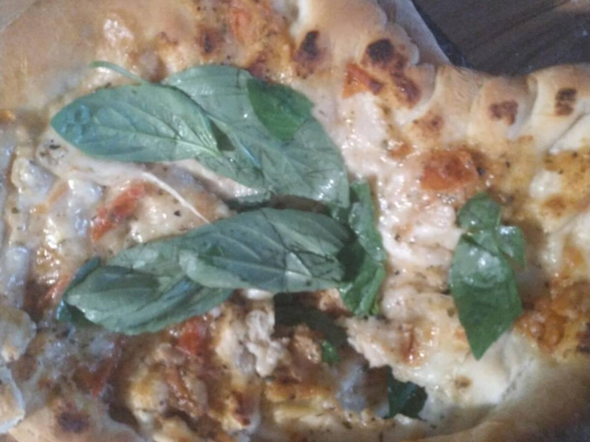 Fluffy Neopolitan Pizza