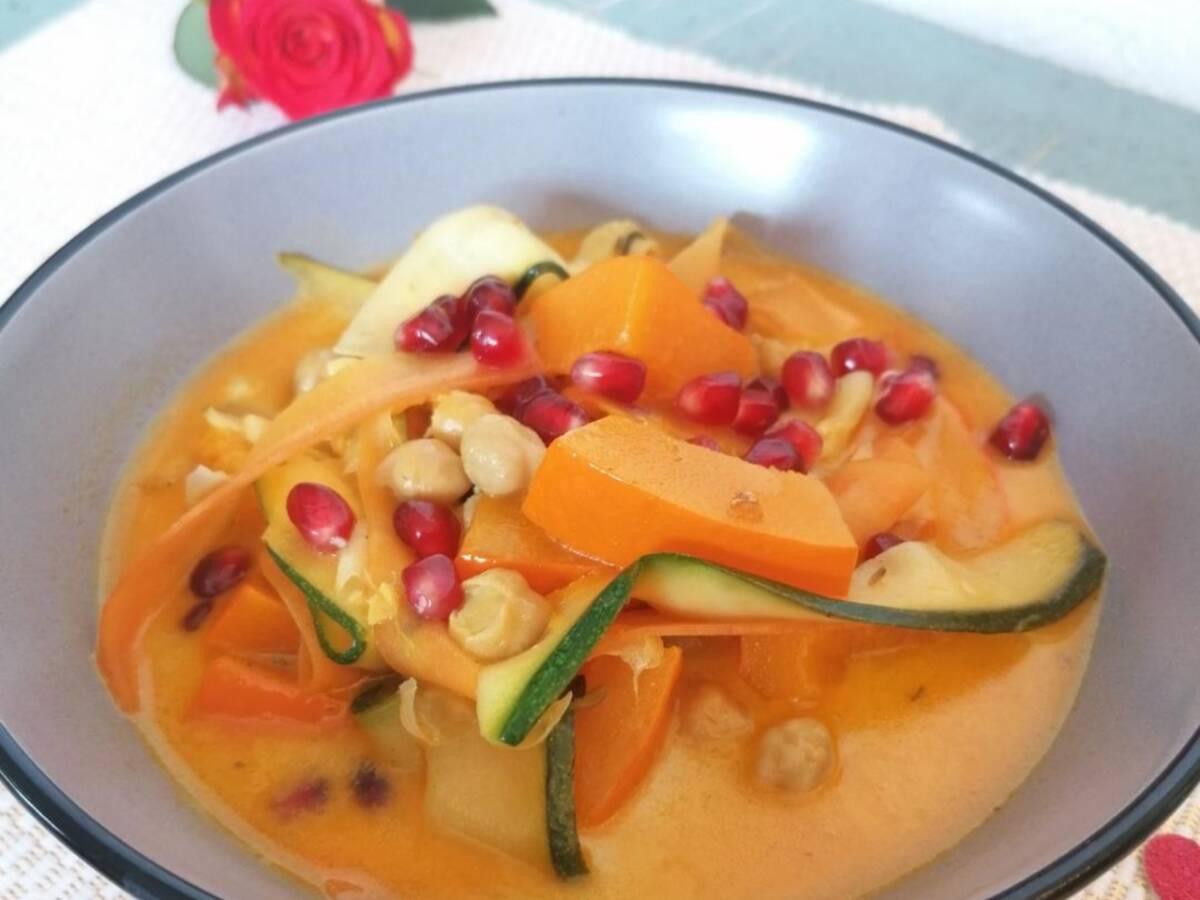 Curry mit Granatapfelkernen aus dem Cookit