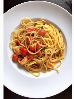 Spaghetti mit Garnelen und Kirschtomaten