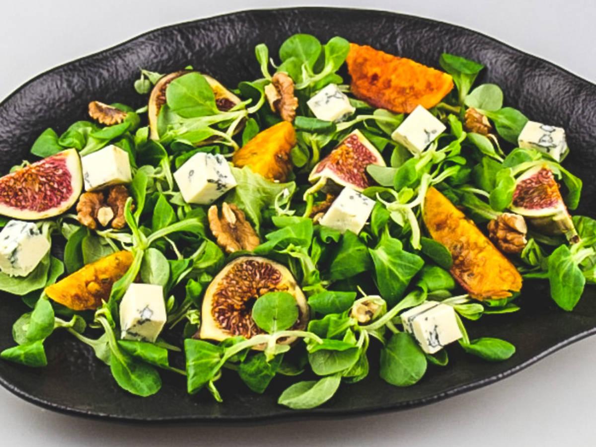 Valerian Salad with Gorgonzola and Walnuts