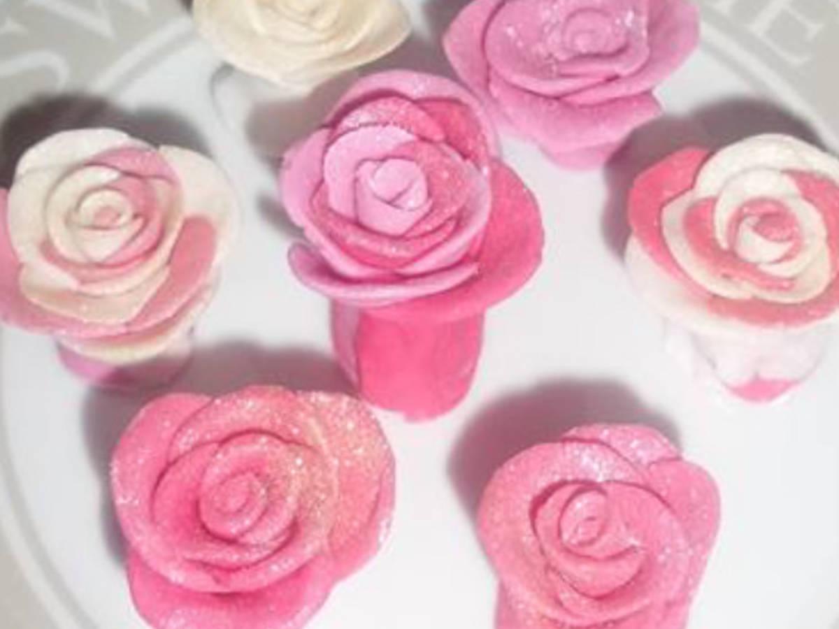 Mum's fondant roses.