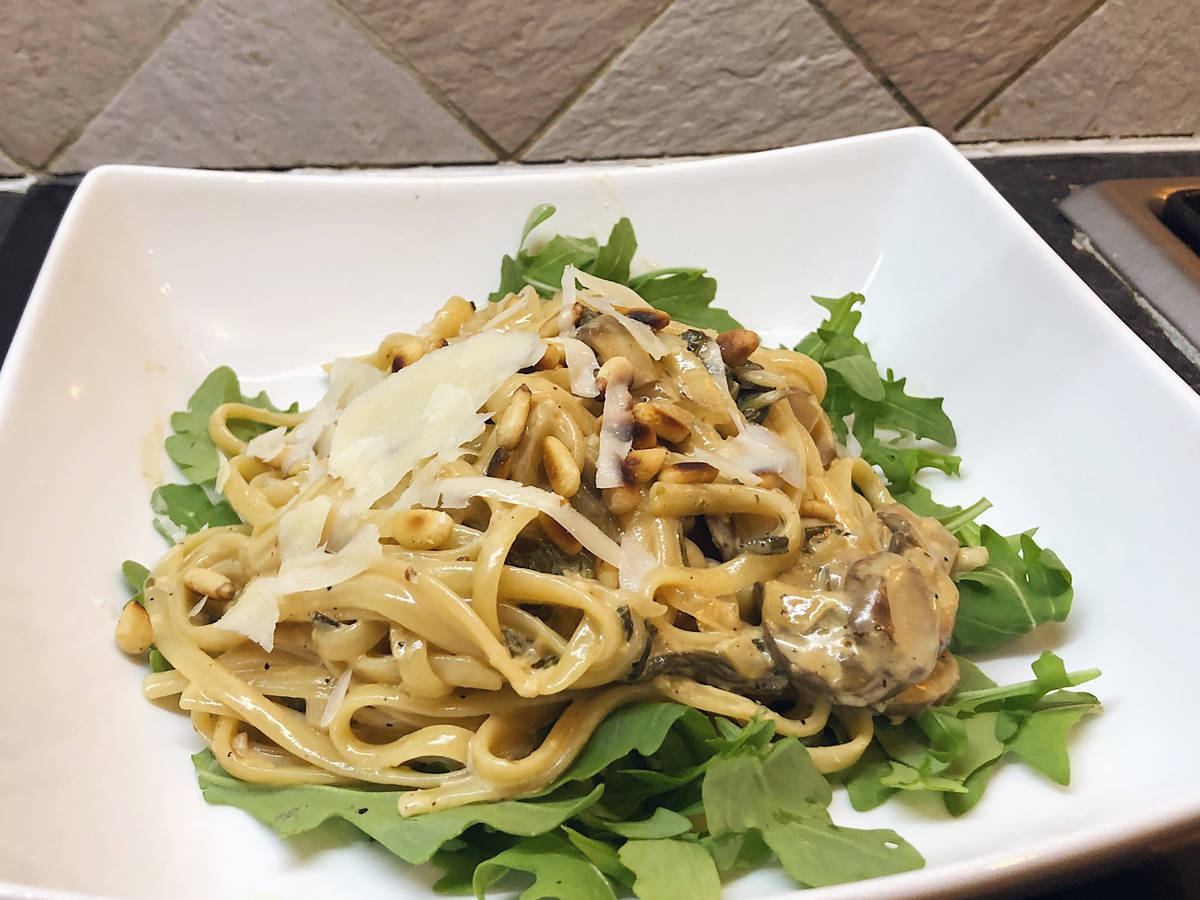 Mushroom and spinach linguine