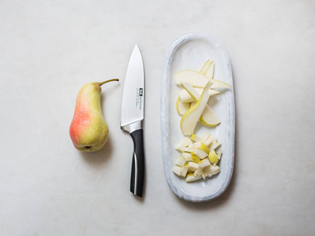How to cut a pear