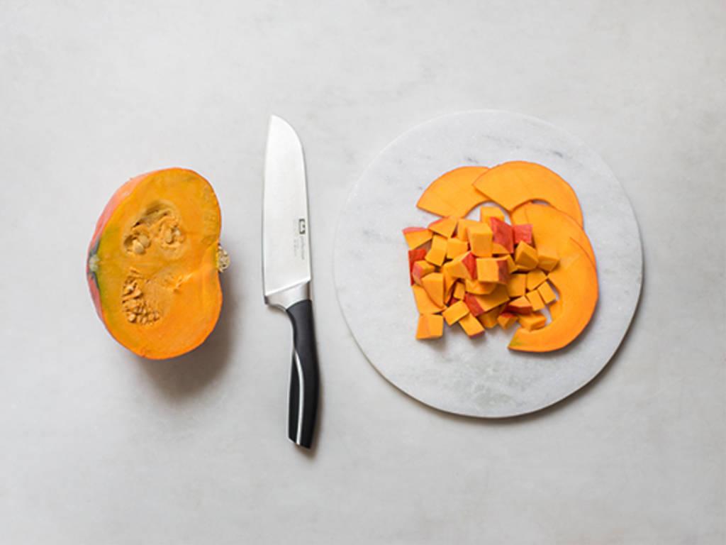 How to cut Hokkaido pumpkin