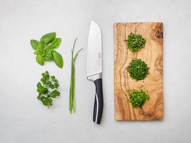How to chop green herbs