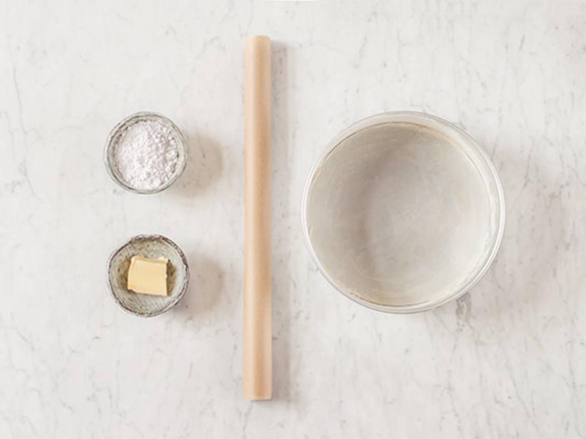 How to Prepare a Cake Pan