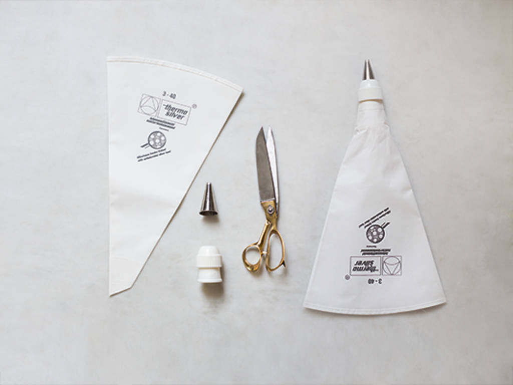 How to assemble a piping bag