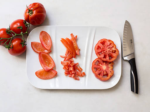 How to cut tomatoes