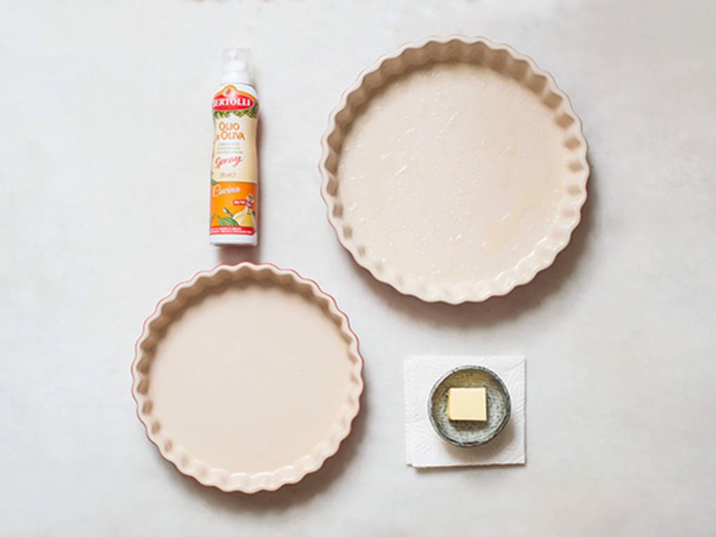 Pie-Form einfetten