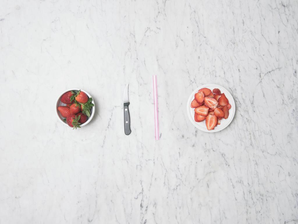 2 Wege Erdbeeren zu entstielen