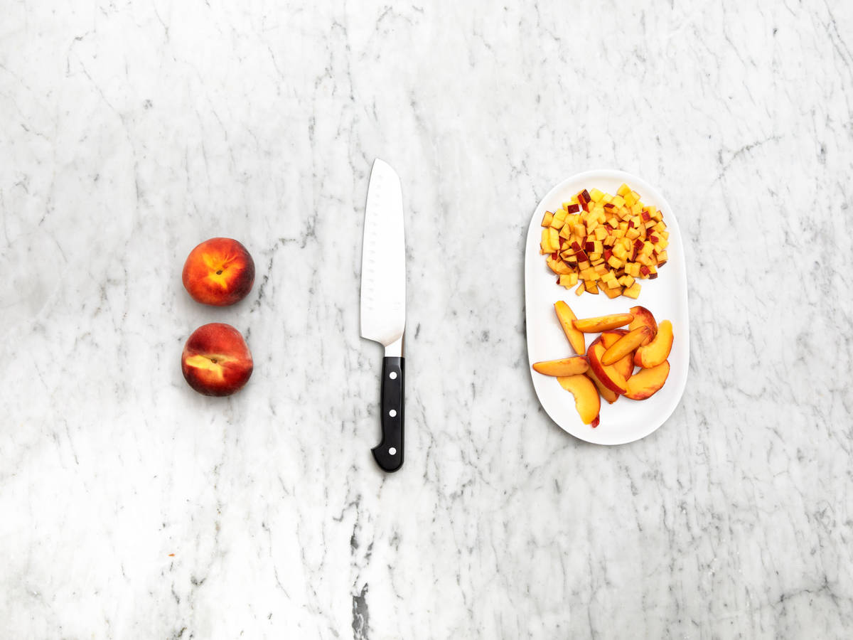 How to cut peaches