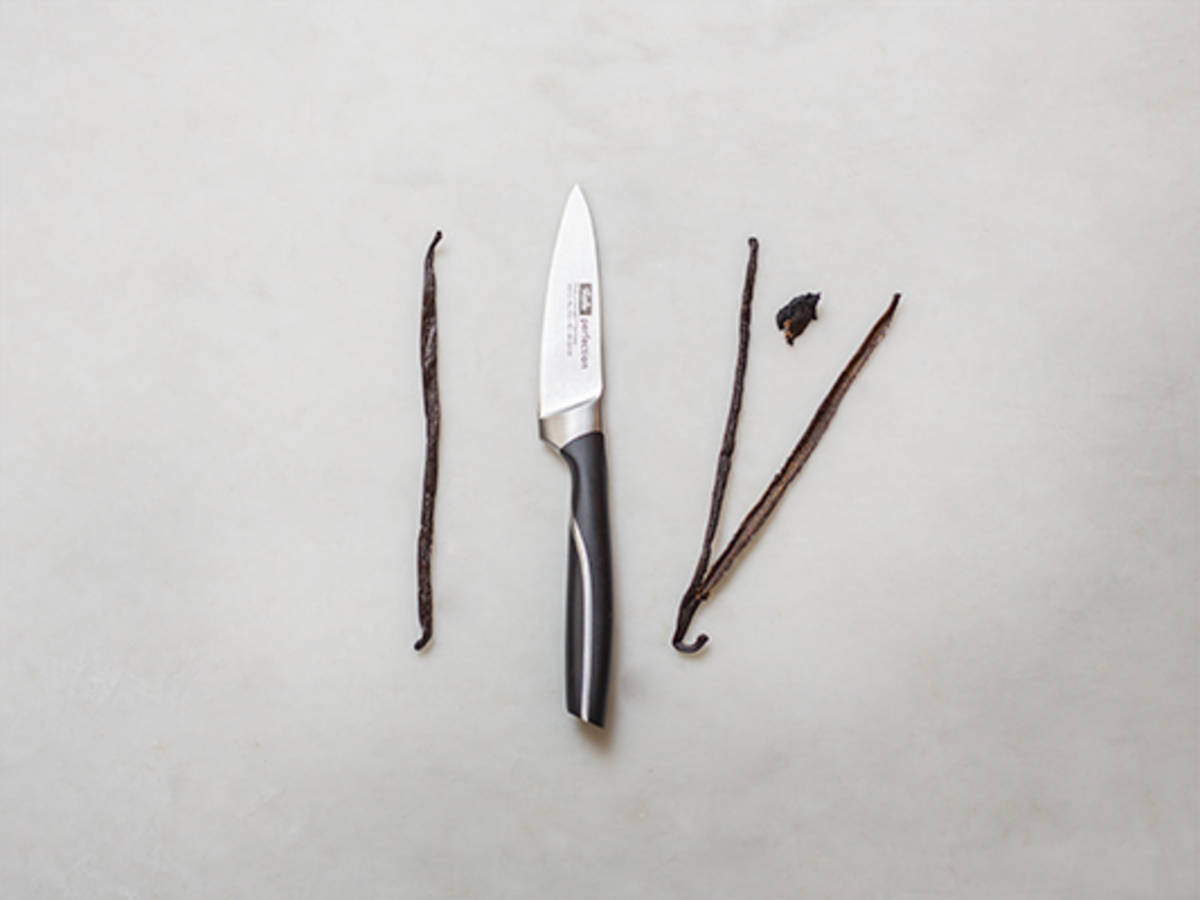 How to scrape a vanilla bean