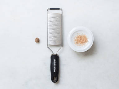 How to grate nutmeg