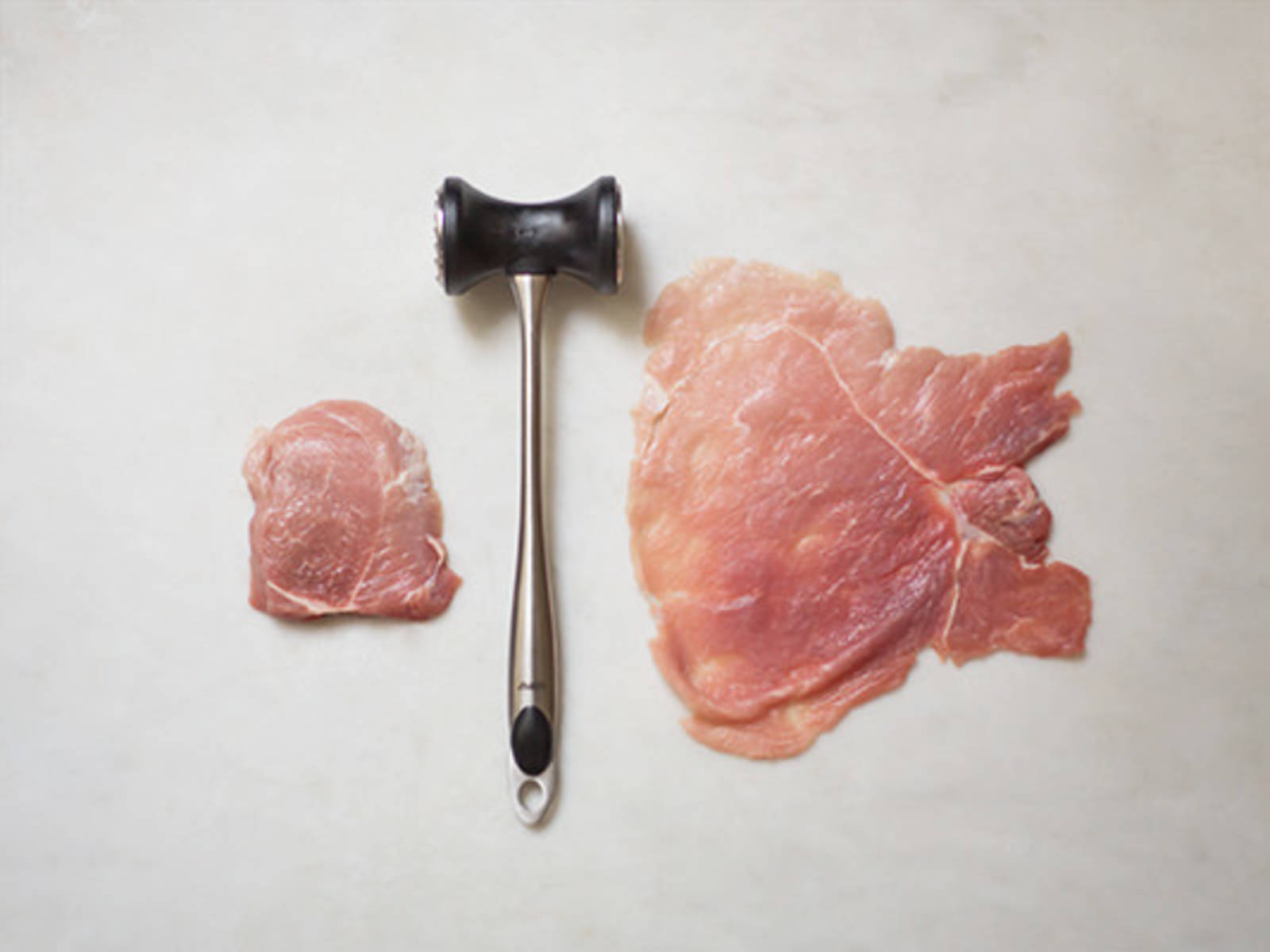 fleisch klopfen so geht 39 s rezept mit video kitchen stories. Black Bedroom Furniture Sets. Home Design Ideas