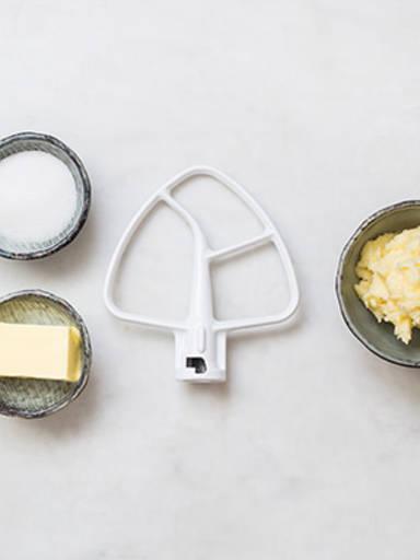 如何将黄油和糖变奶油状